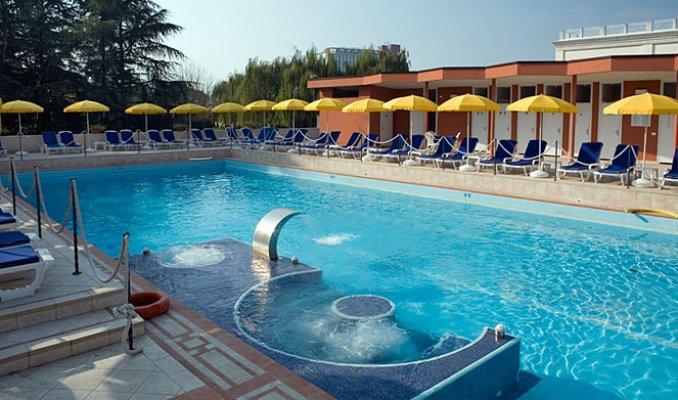 Hotel venezia terme a abano terme portale terme for Abano terme piscine