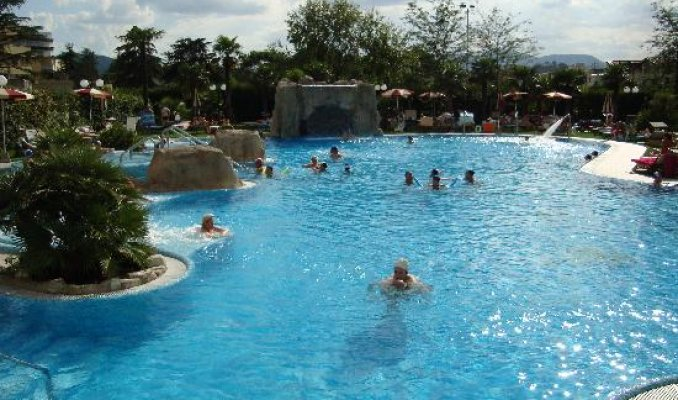 Hotel terme all 39 alba wellness spa a abano terme portale terme - Abano terme piscine notturne ...